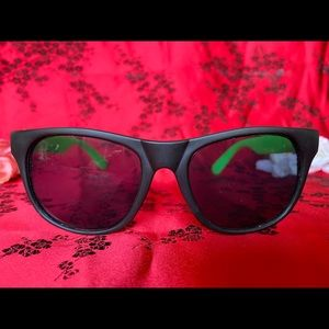 BLACK AND GREEN WAFER SUNGLASSES 💚